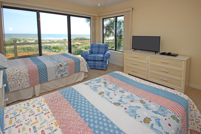 Twin bedroom - main level