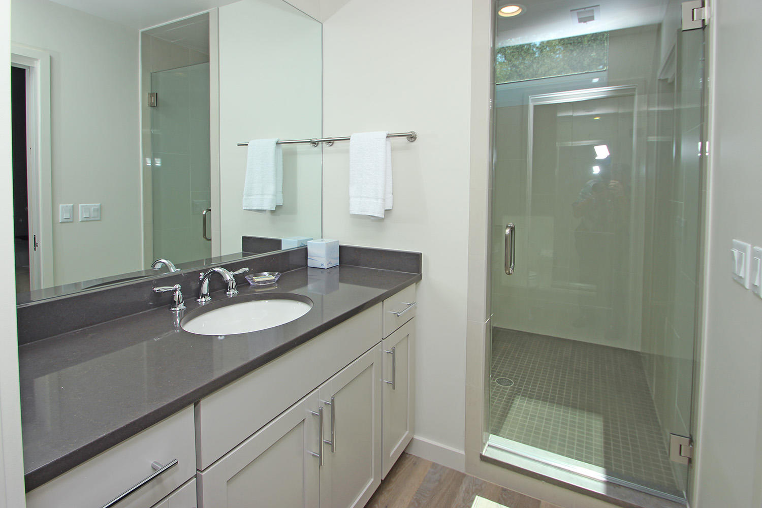 Bath for dormitory room - mid-level
