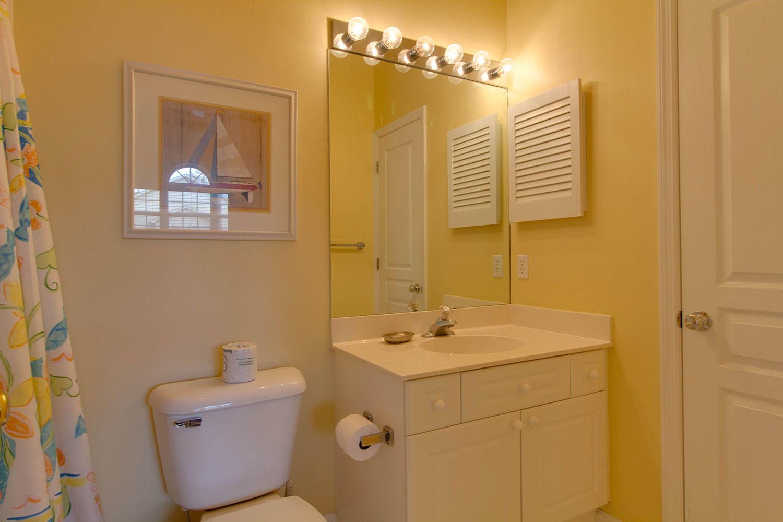 Queen/Twin Guest Bathroom
