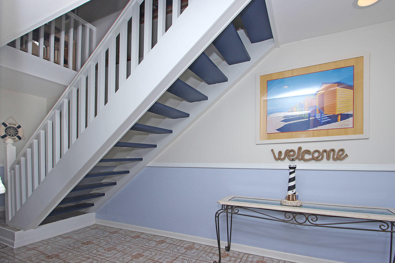 Foyer and entrance on ground level