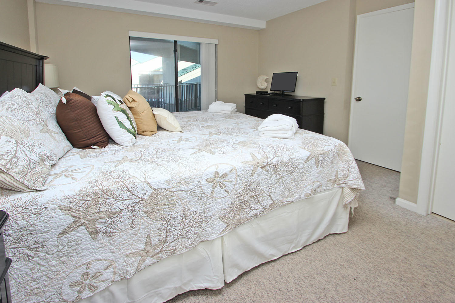 Guest bedroom - 1st level