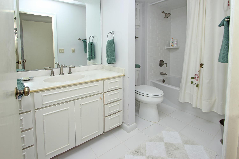 Bath for king bedroom - 1st level