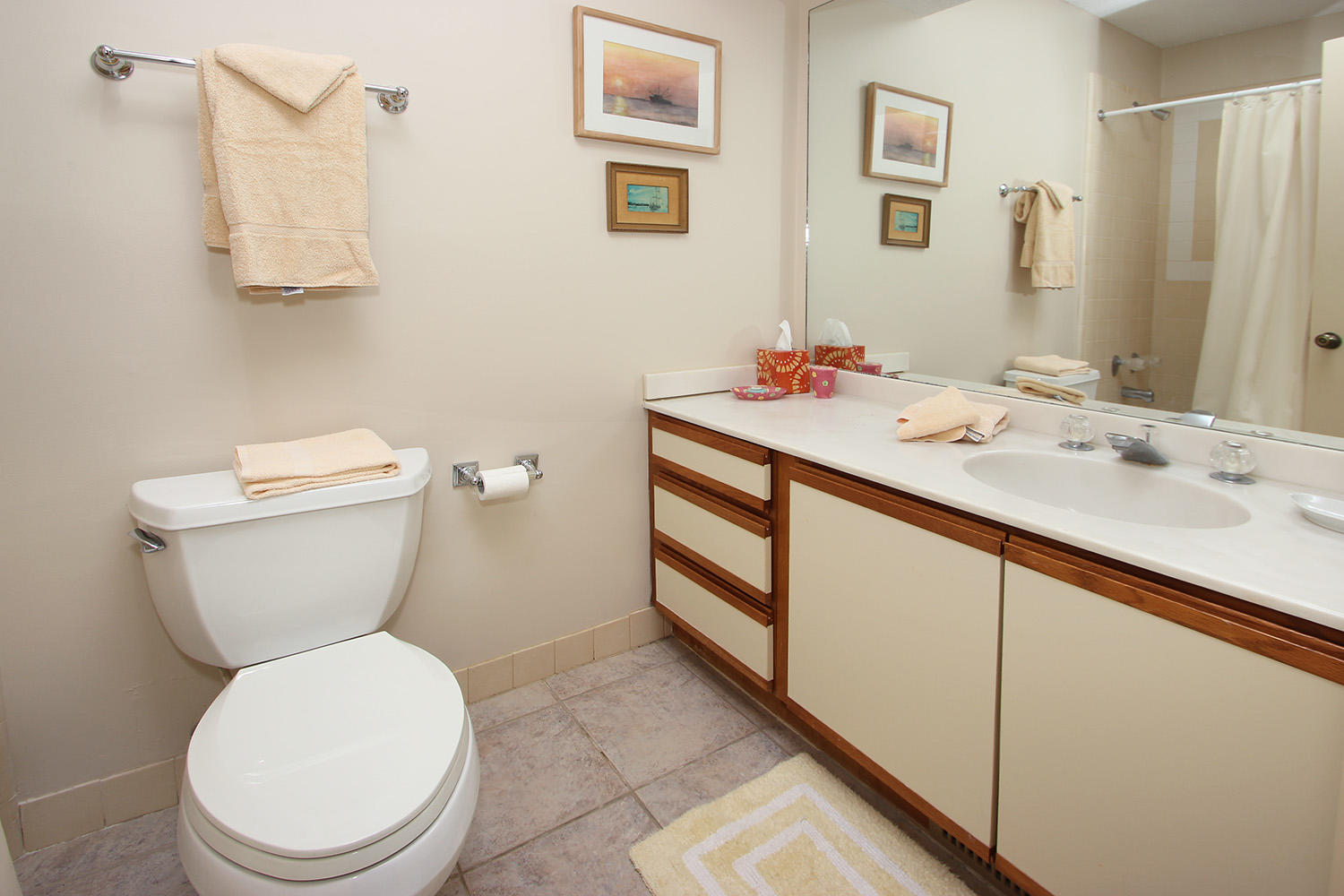 Bath for twin bedroom - 1st level