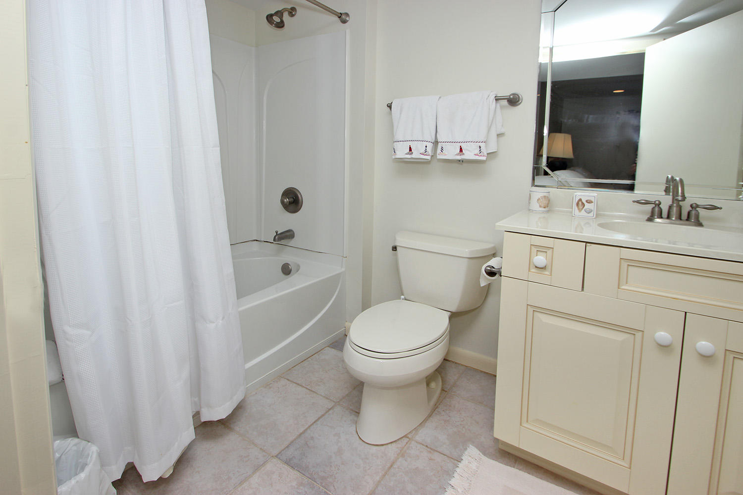 Bath for double and twin bedroom