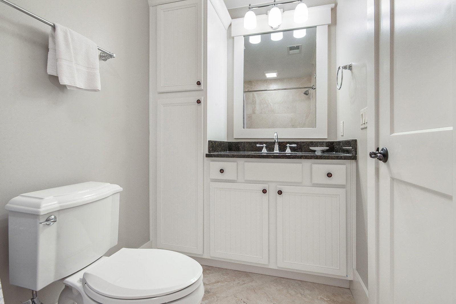 Guest King Bathroom | Brigantine Beach Escape