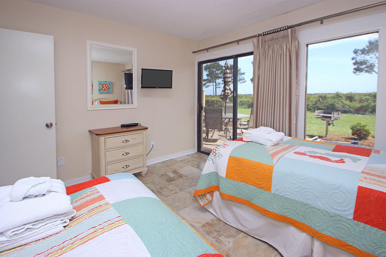 Twin bedroom - ground level