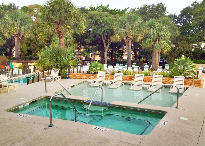 Adult spa and lounge pool