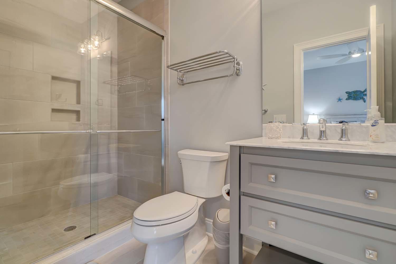 Guest Queen Bathroom | Atlantic Dream