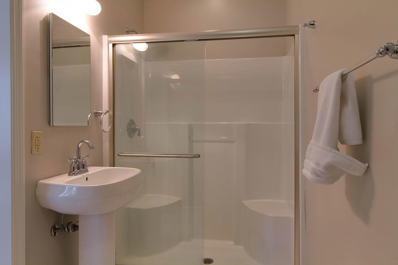First King Bathroom