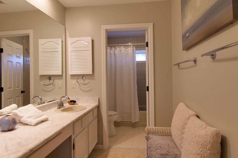 Second King Bathroom