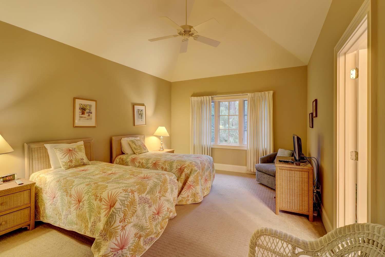 Twin Bedroom Top Floor | Beachside