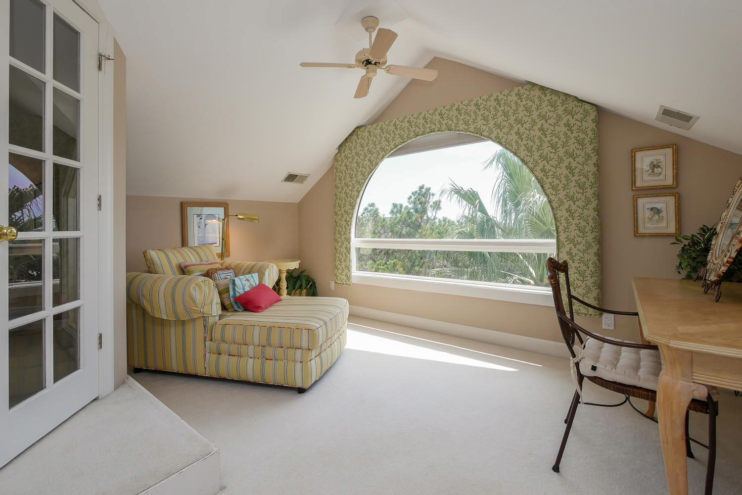 Sitting area with view - 3rd floor | Almost Heaven