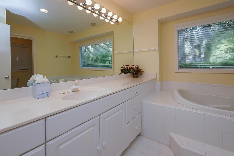 King bath one - 1st level | Beach House