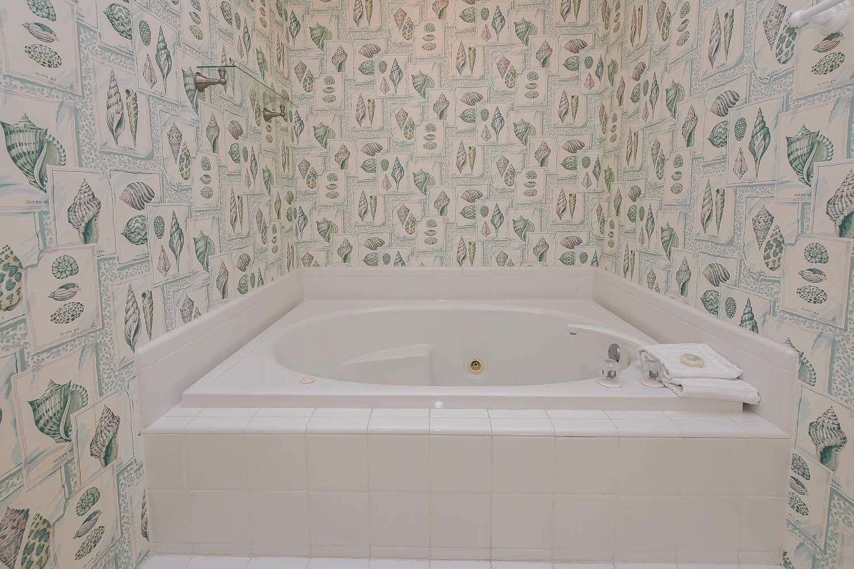 King bath two - 1st level | Beach House