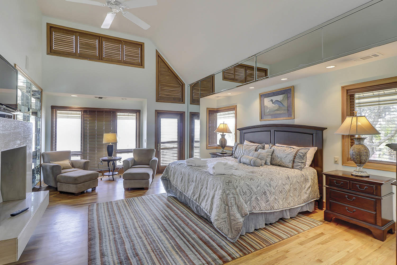 Main Floor Master Bedroom   Beach Lagoon