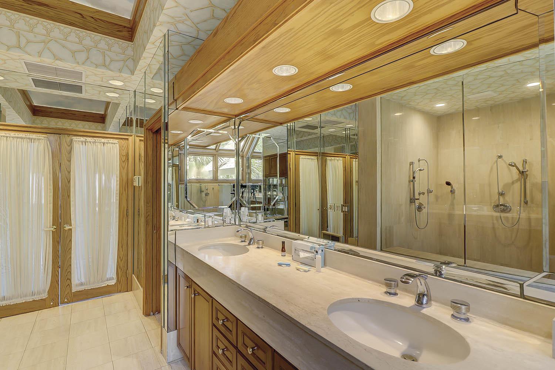 Main Level Master Bathroom   Beach Lagoon