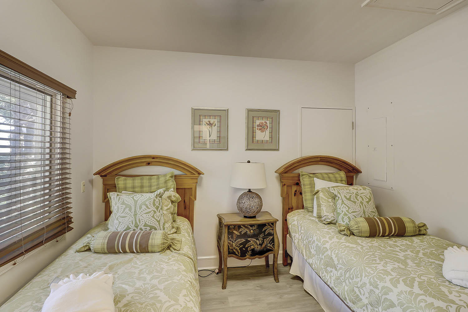 Entry Level Twin Bedroom | Beach Lagoon