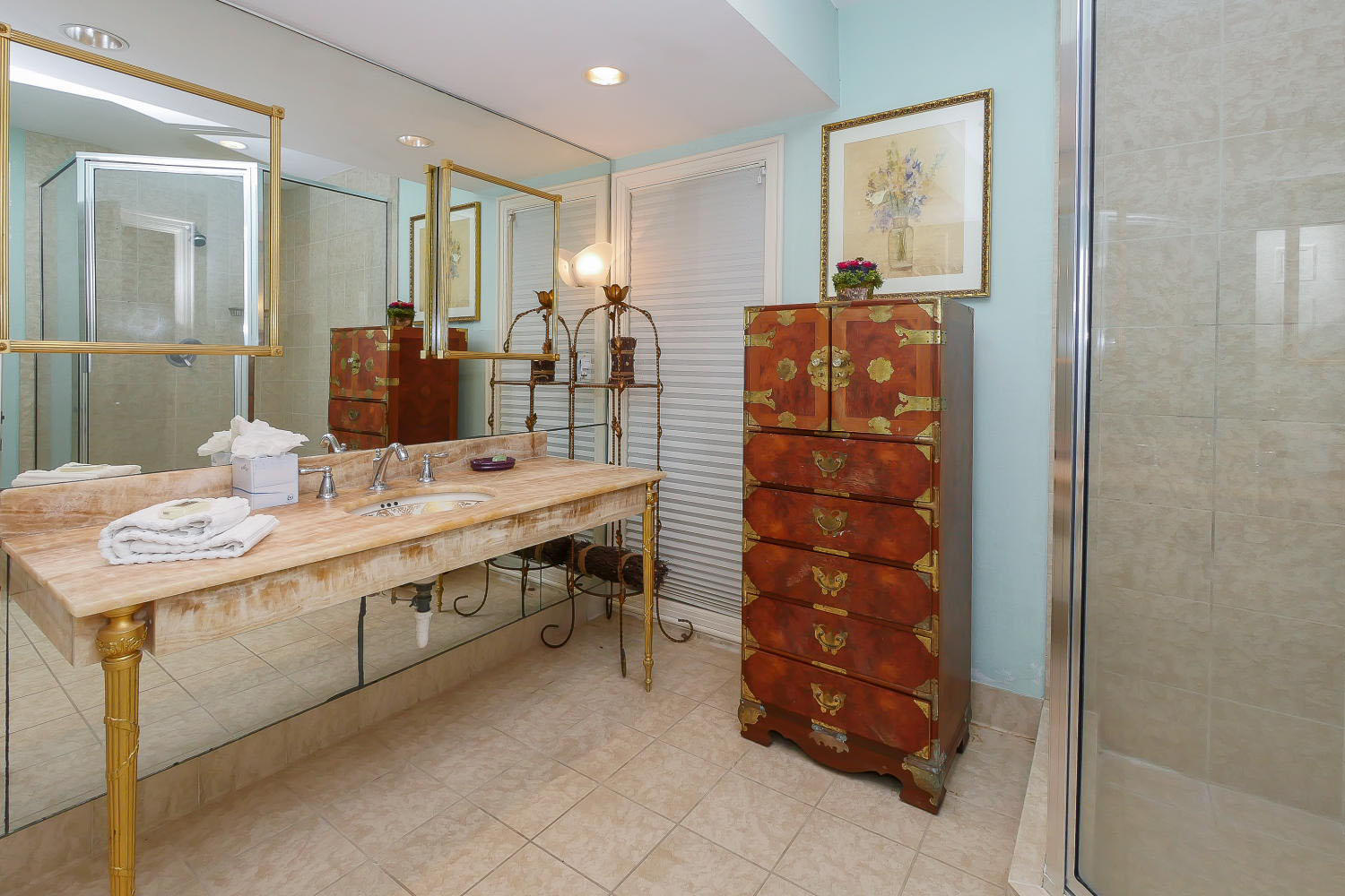 King Bathroom- Level One | Beachcomber
