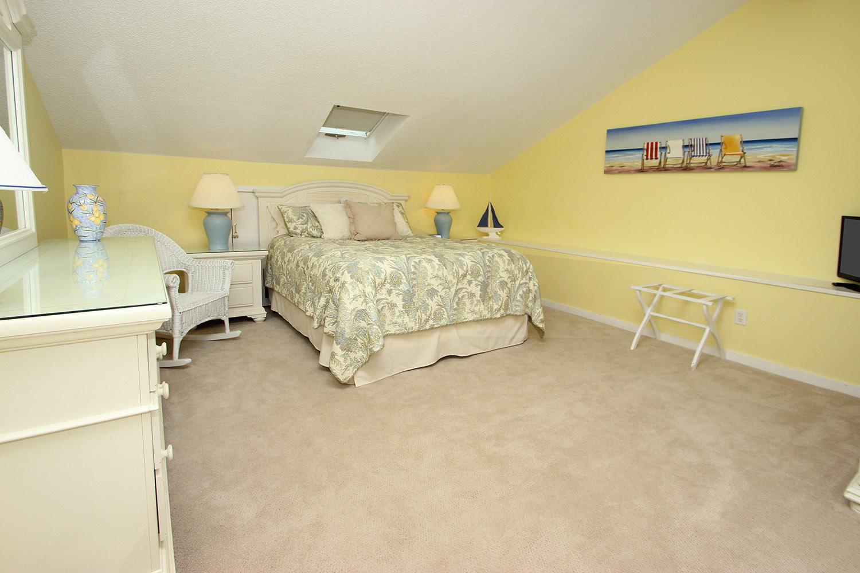 Queen bedroom - 2nd level