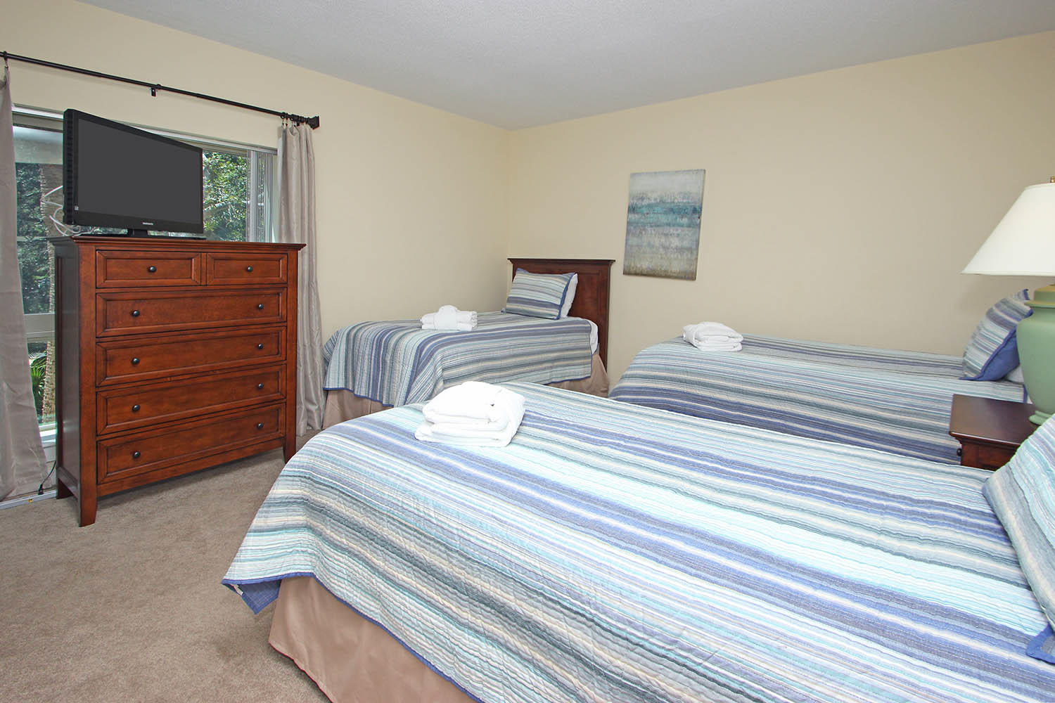 Guest BR with three twin beds
