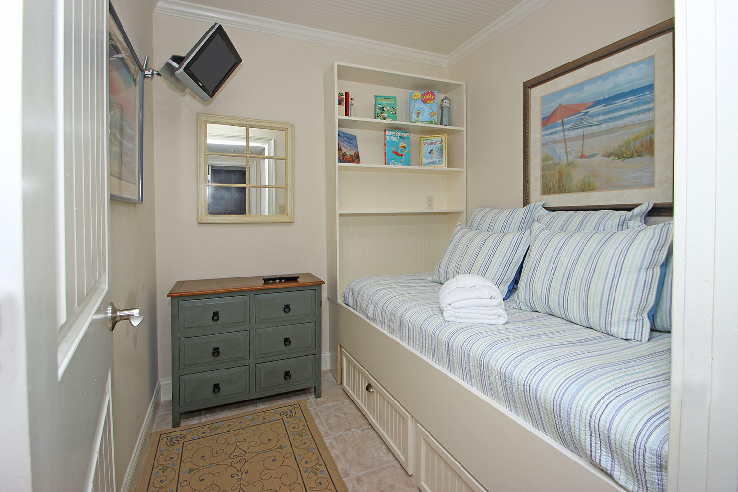 Room with day bed