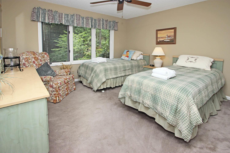 Twin bedroom - 1st level