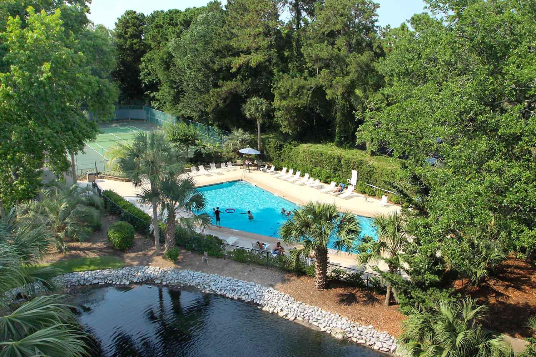 Pool - tennis courts - lagoon
