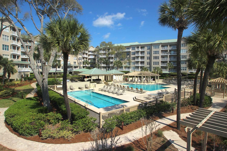 Hampton Place pool area