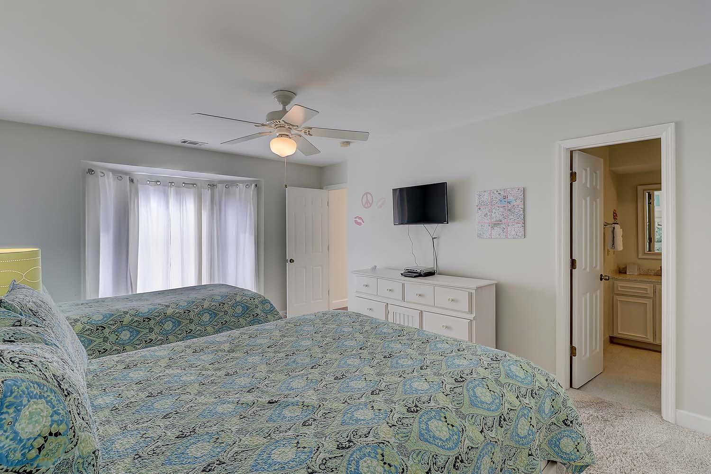 Double/Twin Guest Bedroom