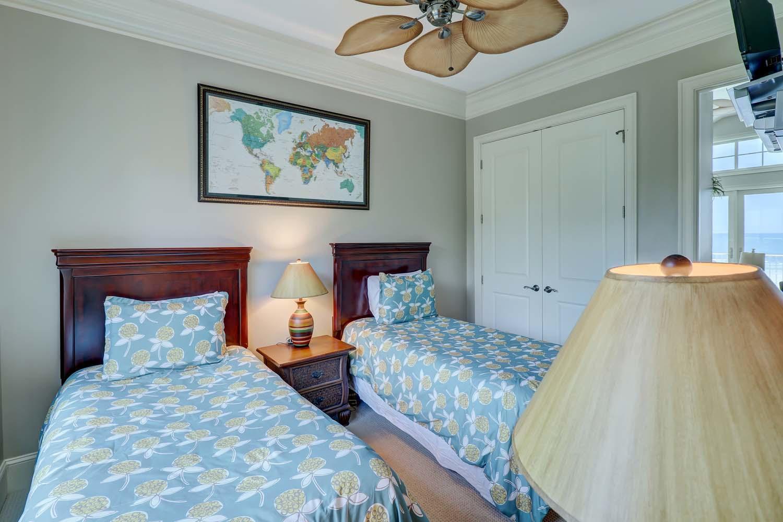 Twin Bedroom- Second Floor | Hot Tin Roof