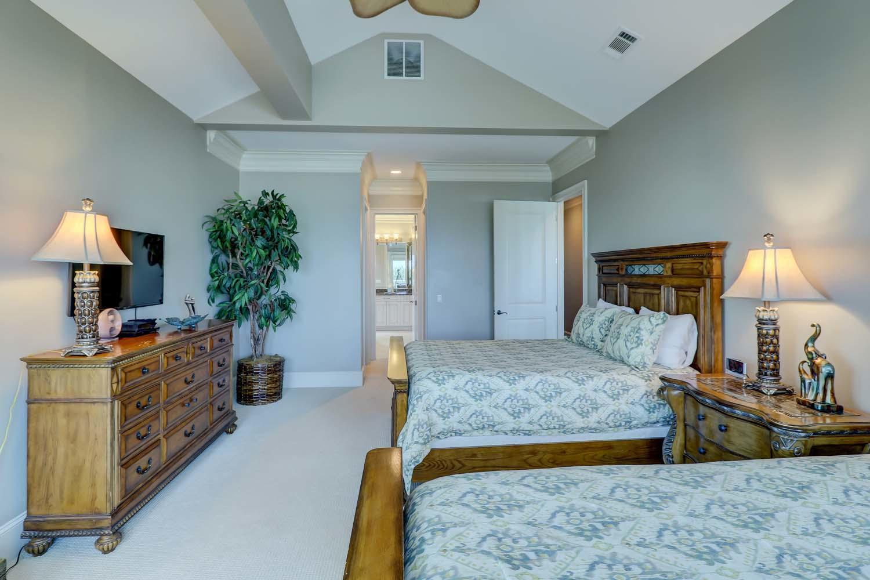 Queen Bedroom- Second Floor | Hot Tin Roof