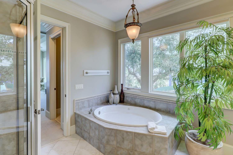 Queen Bathroom- Second Floor | Hot Tin Roof