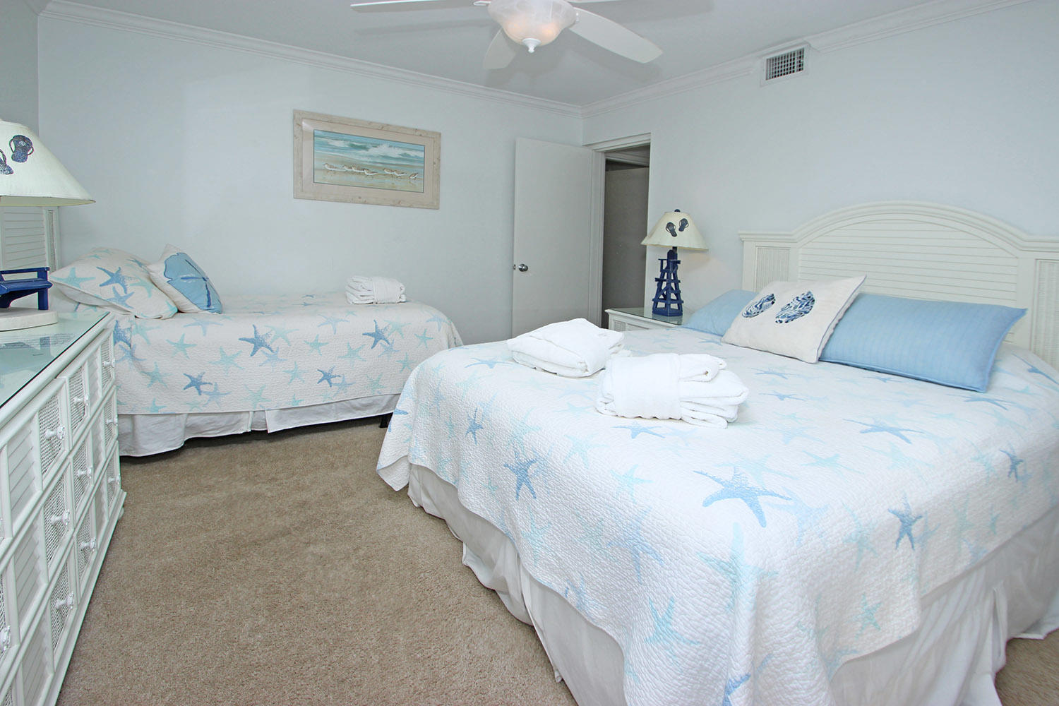 Guest bedroom with double and twin beds