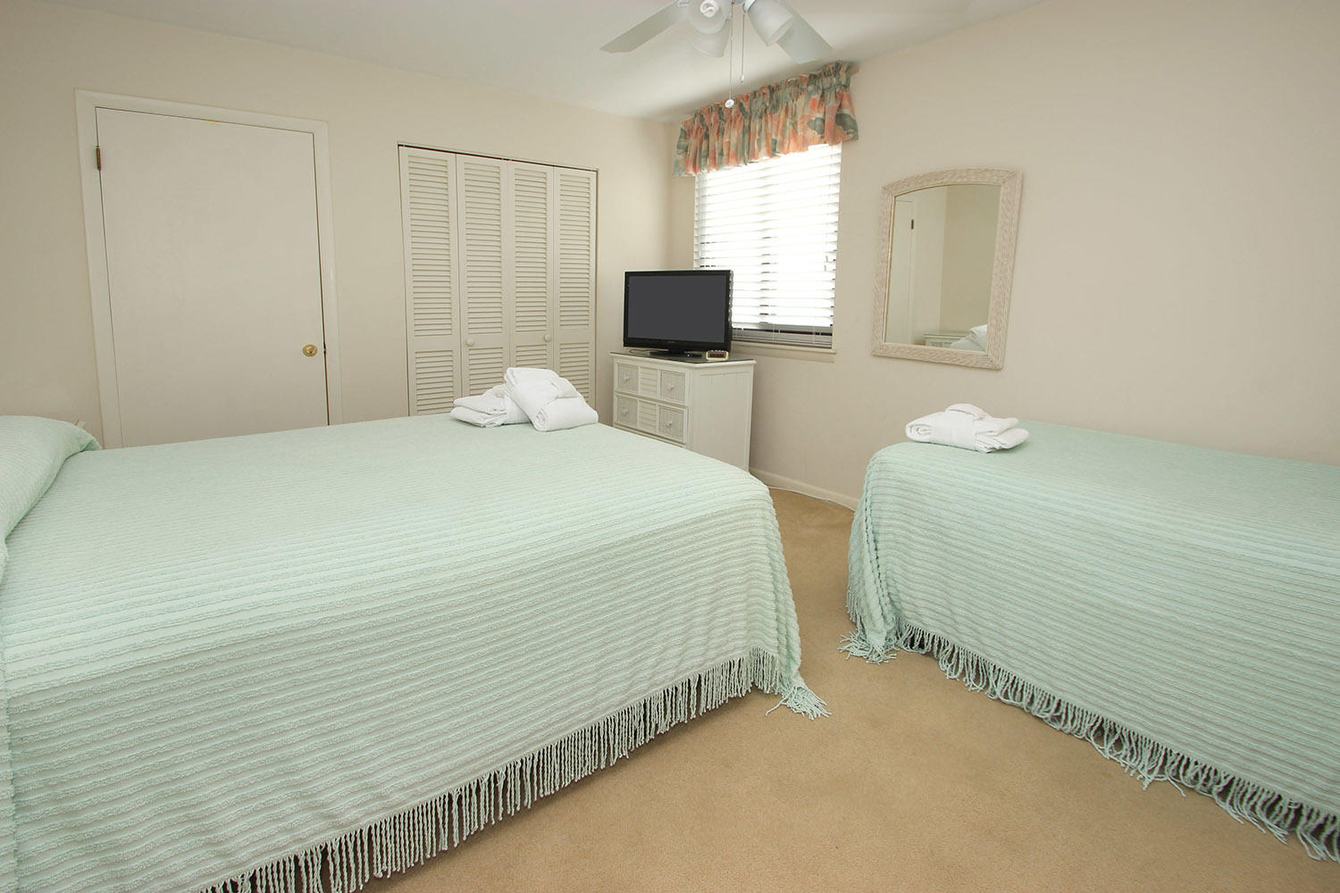 Guest BR with queen and twin beds
