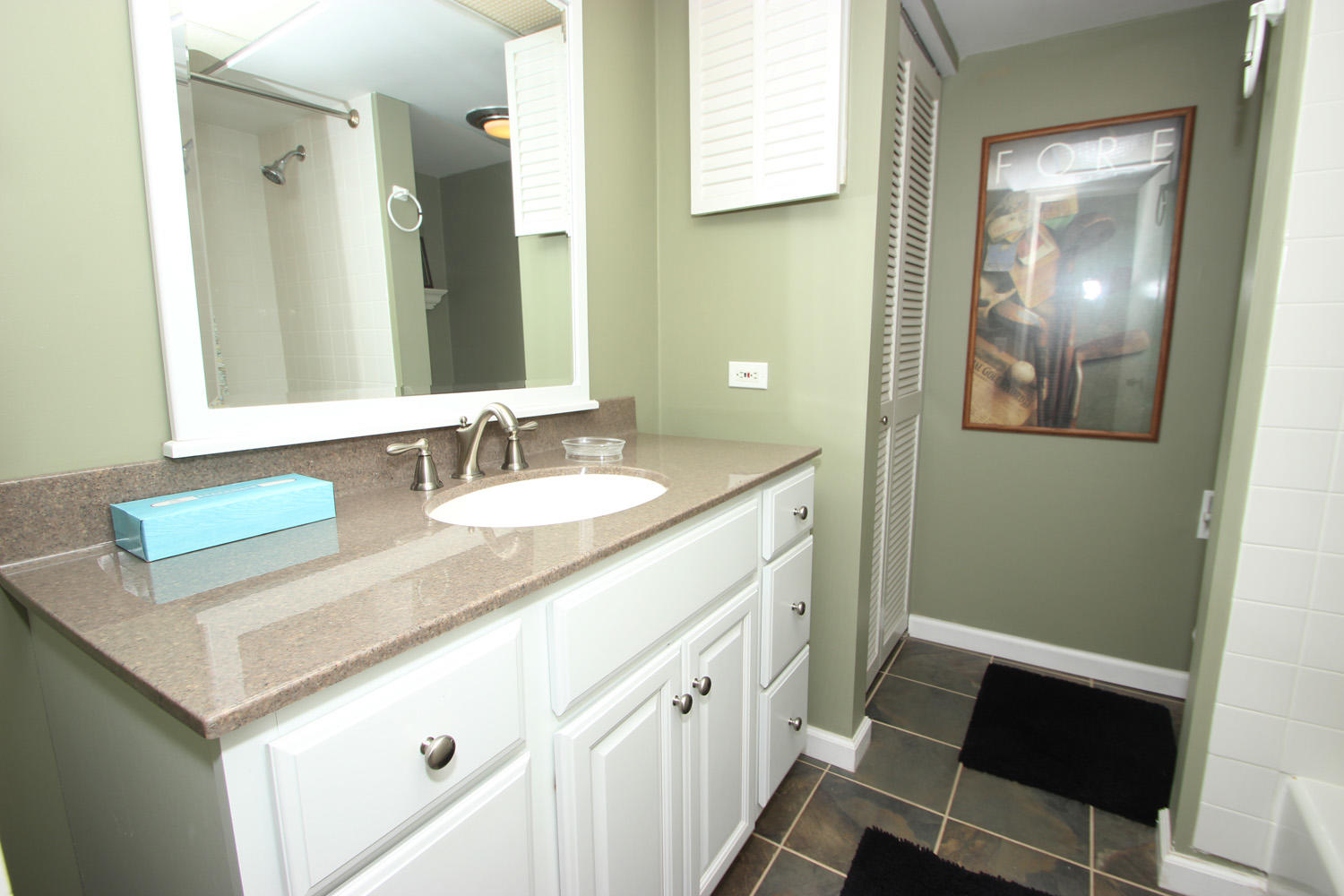 Bath for king and twin bedroom