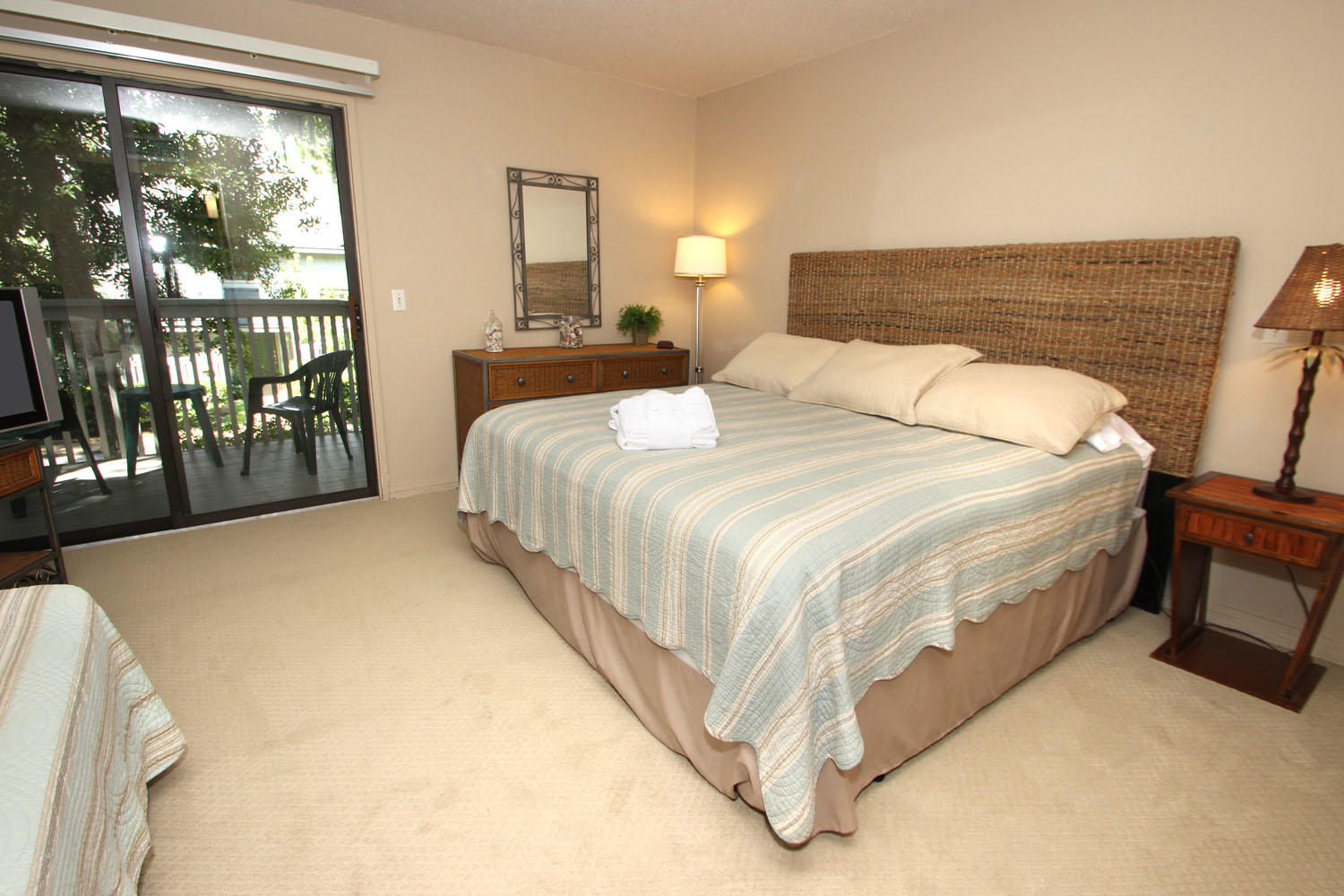King and twin bedroom