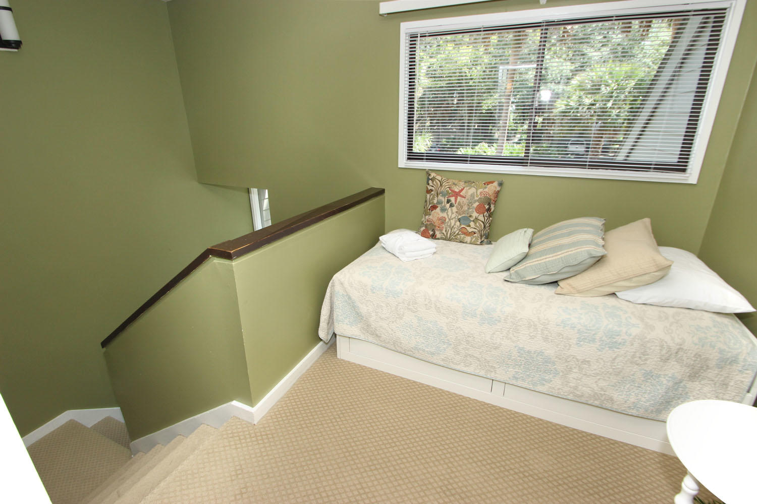 2nd floor landing with twin bed