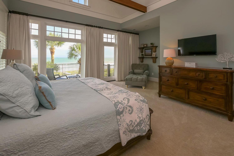 Master bedroom - upper level | Ocean Jewel