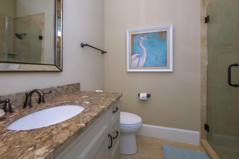 King guest bath - 1st level | Ocean Jewel