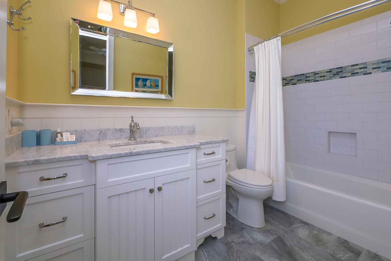 Twin guest bath - 2nd level | Ocean Jewel