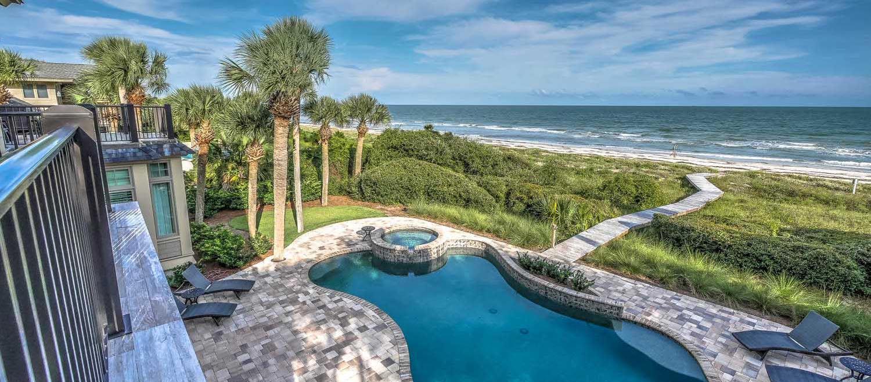 Pool from upper deck | Ocean Jewel