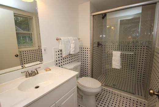 Guest bath for queen room upstairs