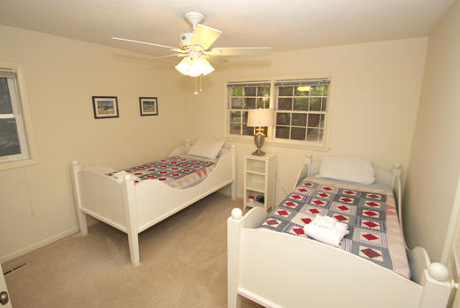 Guest bedroom upstairs with 2 twins