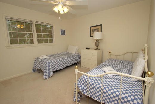 Guest bedroom with trundle