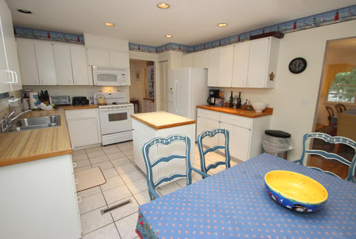 Kitchen and dinette area