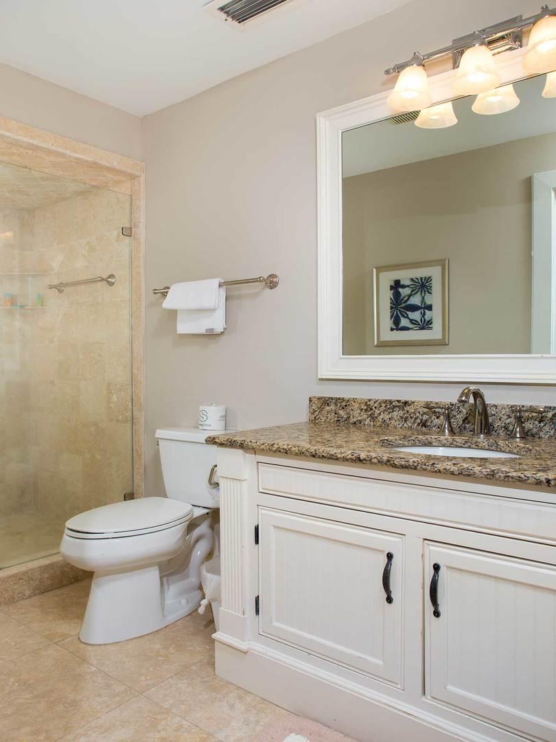 Queen Bathroom- Level One | Royal Dream