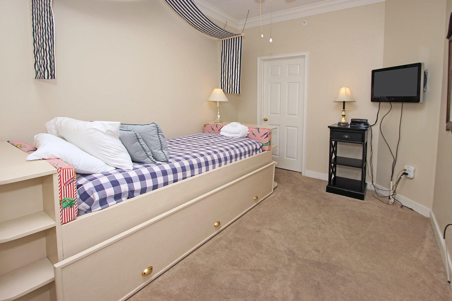 Guest bedroom with twin-trundle bed