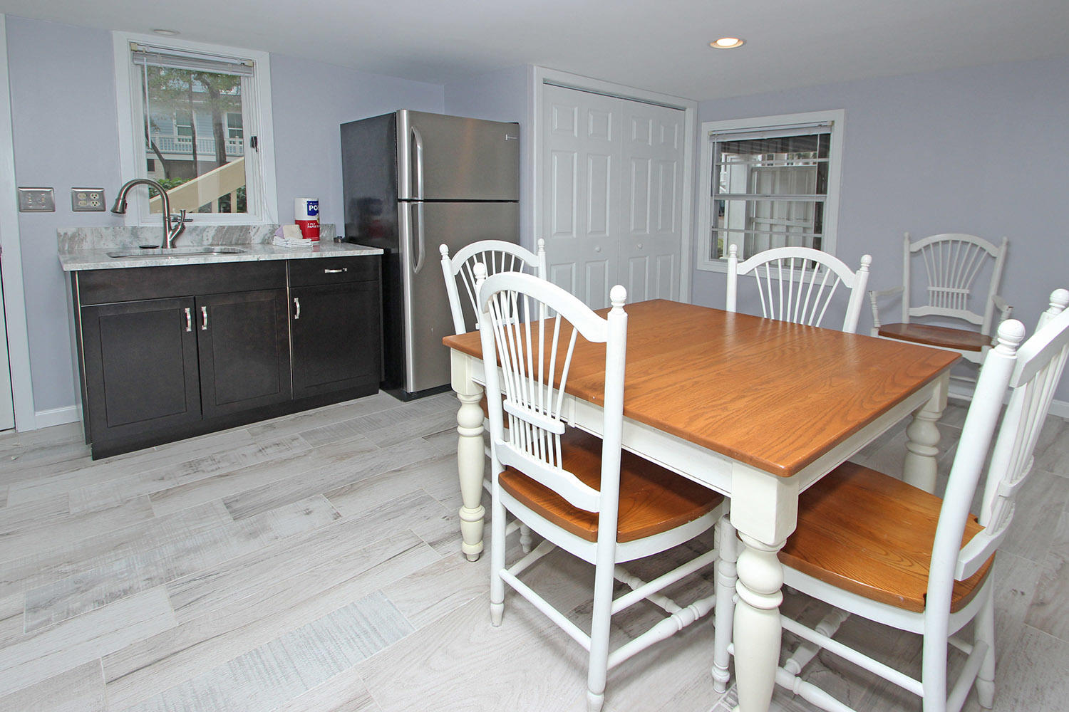 Dining area and kitchenette - ground level
