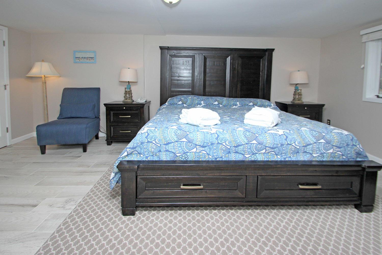 King bedroom - ground level