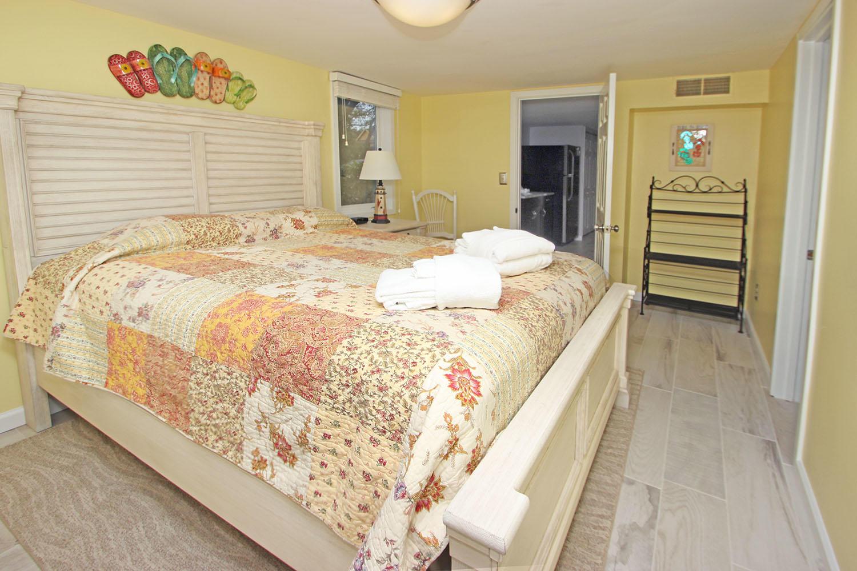 Queen bedroom - ground level